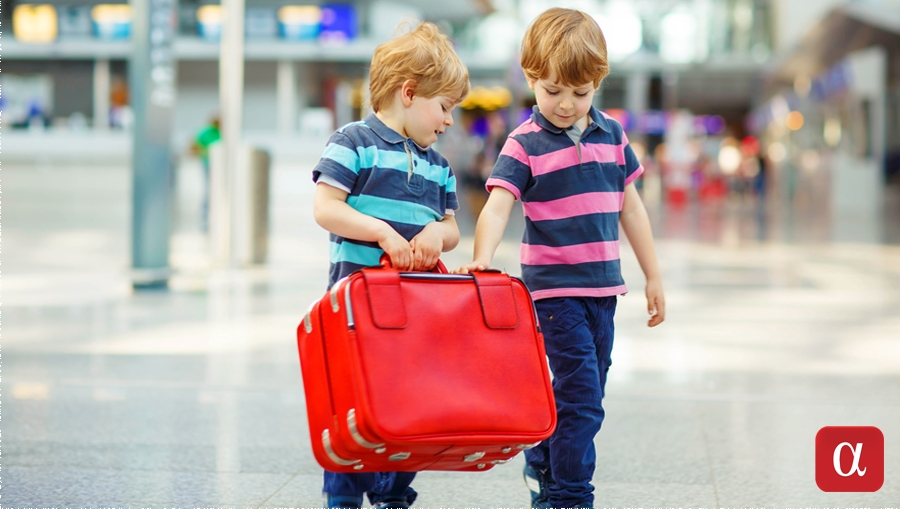 flying with children tips, traveling with kids, family holiday planning, flying with babies,